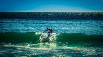 De prachtige golven in Nazare (Portugal)